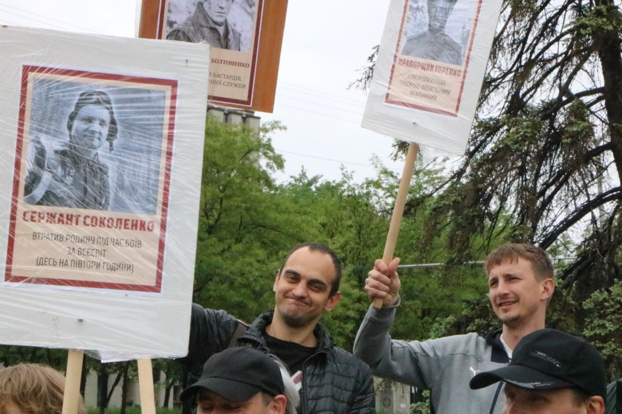 """""""Бессмертный Грут"""": в Днепре активисты устроили шествие с портретами супергероев, - ФОТО, фото-3"""