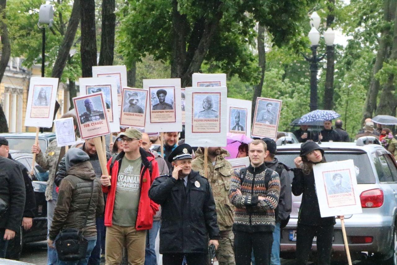 """""""Бессмертный Грут"""": в Днепре активисты устроили шествие с портретами супергероев, - ФОТО, фото-4"""