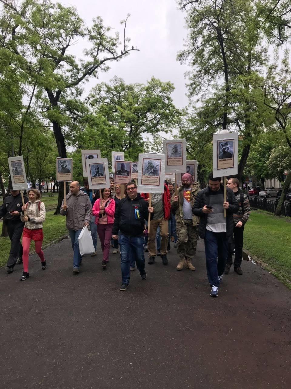 """""""Бессмертный Грут"""": в Днепре активисты устроили шествие с портретами супергероев, - ФОТО, фото-5"""