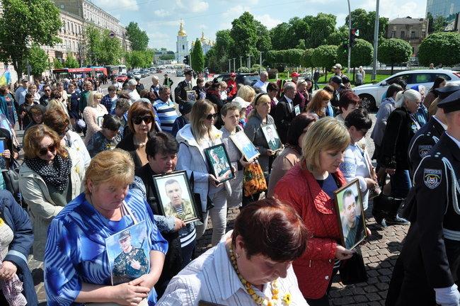 В столице состоялось ежегодное Шествие матерей погибших и пропавших без вести Героев, - ФОТО, ВИДЕО, фото-3