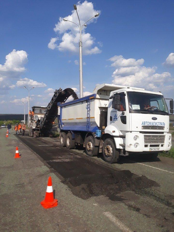 На самых разрушенных участках трассы Днепр-Кривой Рог-Николаев ликвидируют ямы, - ФОТО, фото-2