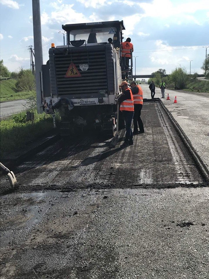 На самых разрушенных участках трассы Днепр-Кривой Рог-Николаев ликвидируют ямы, - ФОТО, фото-6
