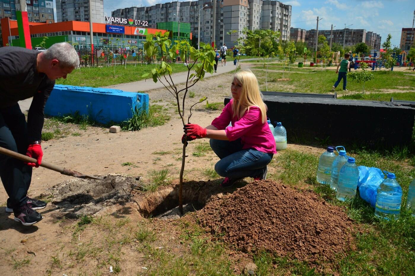 В Кривом Роге появился живой памятник людям, которые умерли из-за СПИДа, - ФОТО , фото-19