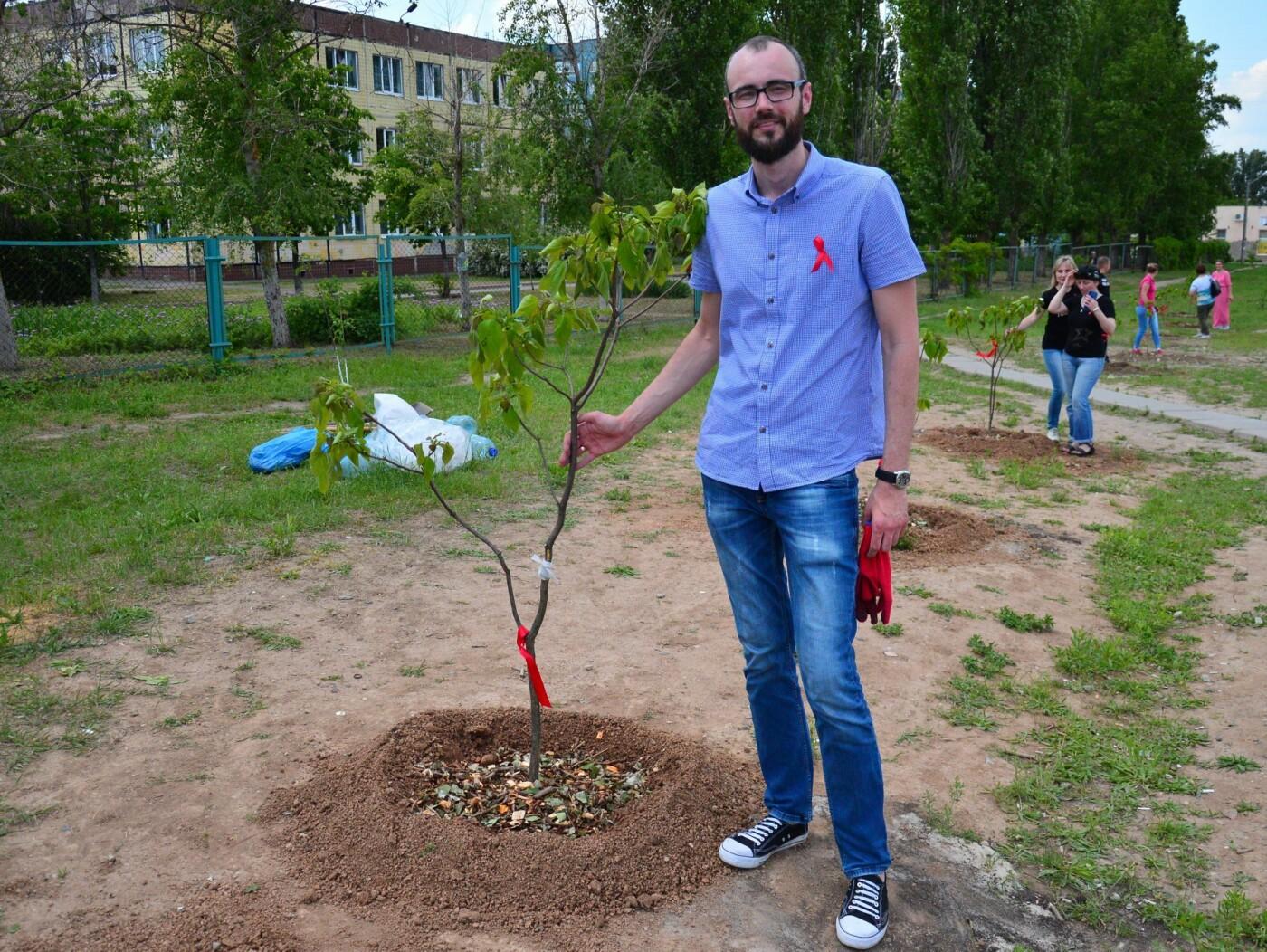 В Кривом Роге появился живой памятник людям, которые умерли из-за СПИДа, - ФОТО , фото-6