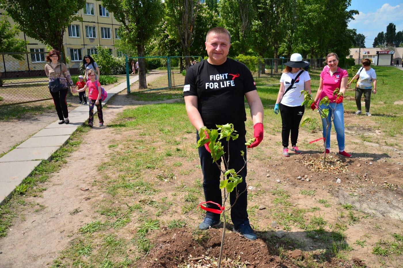 В Кривом Роге появился живой памятник людям, которые умерли из-за СПИДа, - ФОТО , фото-3