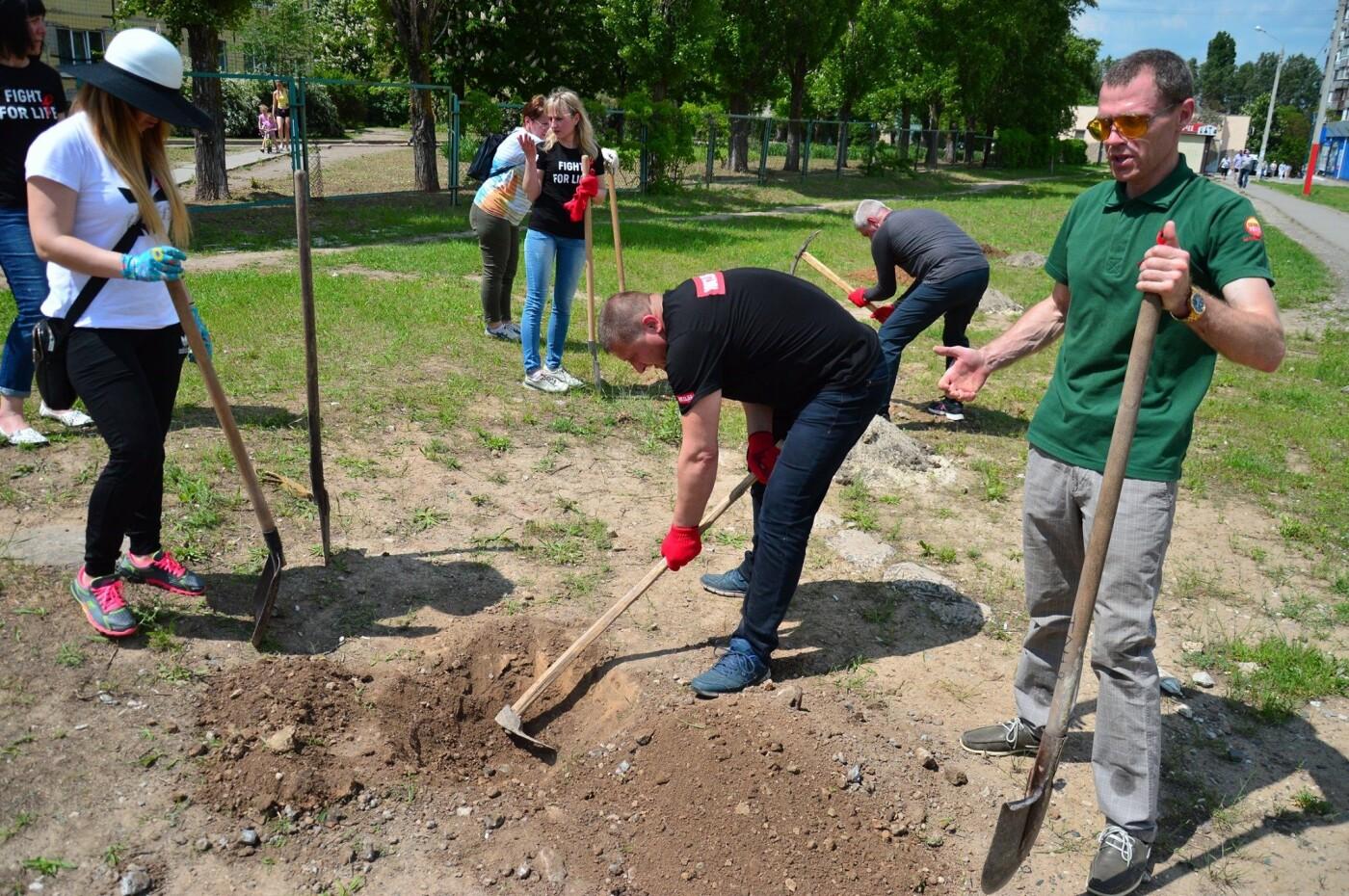 В Кривом Роге появился живой памятник людям, которые умерли из-за СПИДа, - ФОТО , фото-26