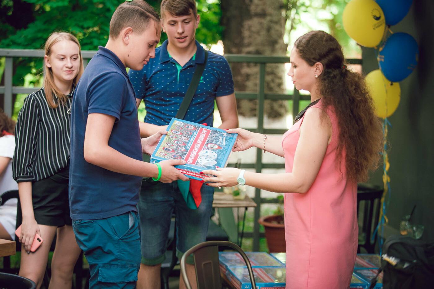 Команда Константина Усова разработала детскую настольную игру «монополия» про Кривой Рог, фото-6