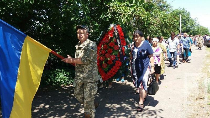 Сегодня в родном селе похоронили криворожского танкиста, погибшего в зоне ООС, фото-2