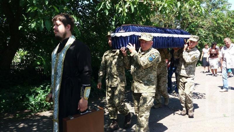 Сегодня в родном селе похоронили криворожского танкиста, погибшего в зоне ООС, фото-3