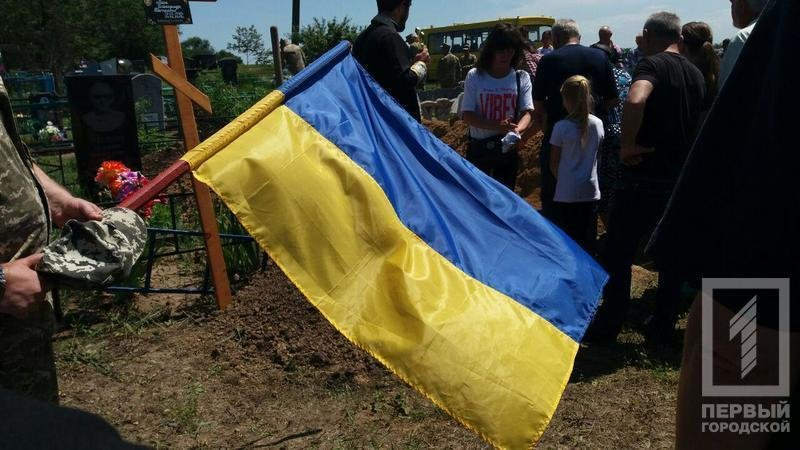 Сегодня в родном селе похоронили криворожского танкиста, погибшего в зоне ООС, фото-6