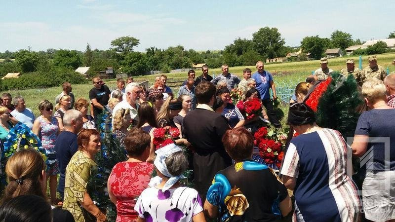 Сегодня в родном селе похоронили криворожского танкиста, погибшего в зоне ООС, фото-8