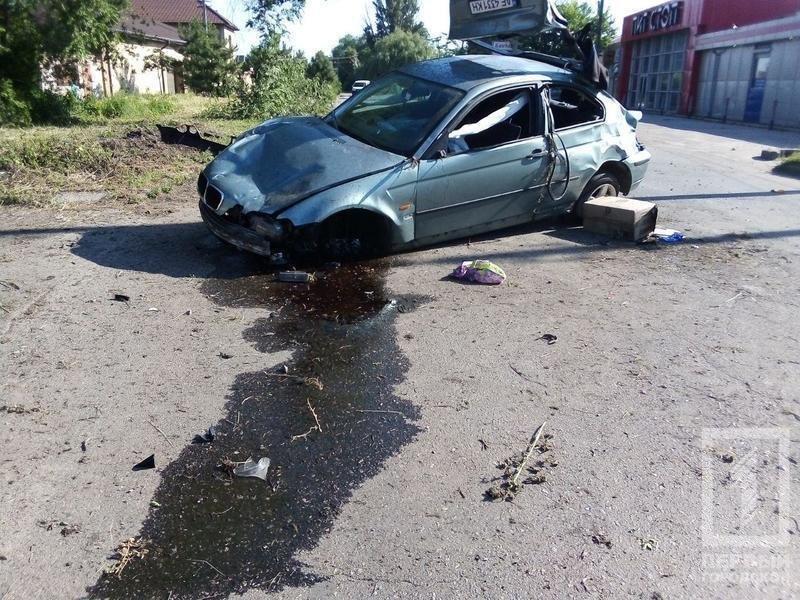 В Кривом Роге иномарка несколько раз перевернулась и задела пешехода. Водитель погиб, - ФОТО, фото-1
