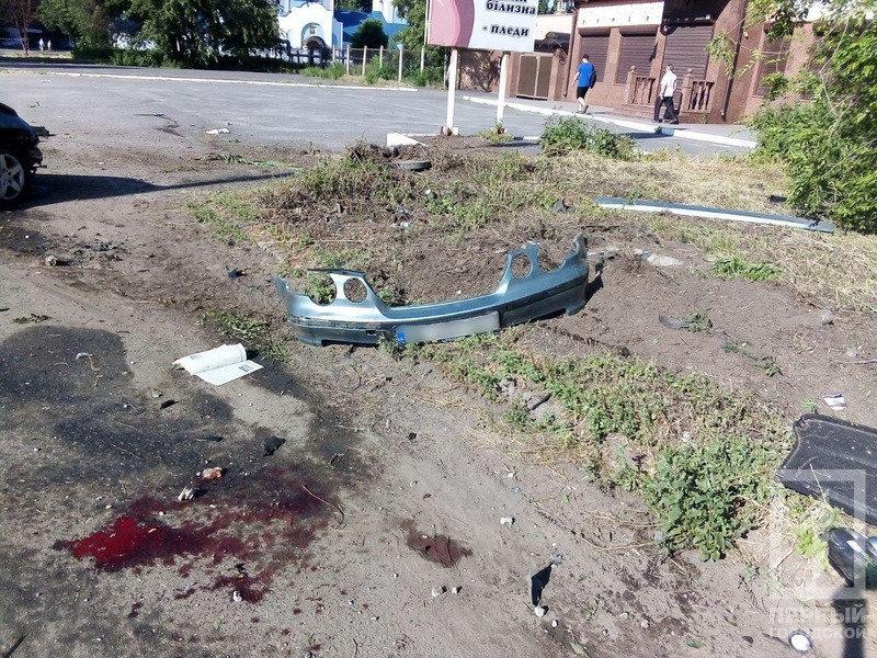 В Кривом Роге иномарка несколько раз перевернулась и задела пешехода. Водитель погиб, - ФОТО, фото-4
