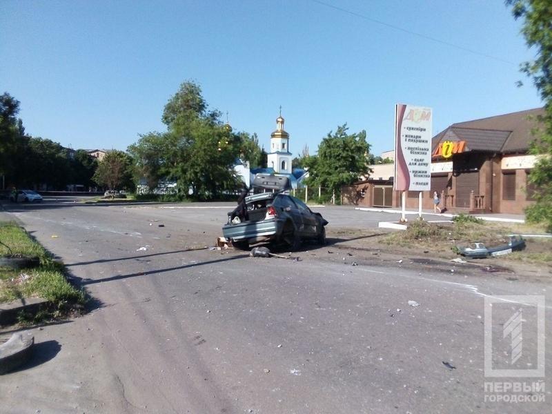 В Кривом Роге иномарка несколько раз перевернулась и задела пешехода. Водитель погиб, - ФОТО, фото-5
