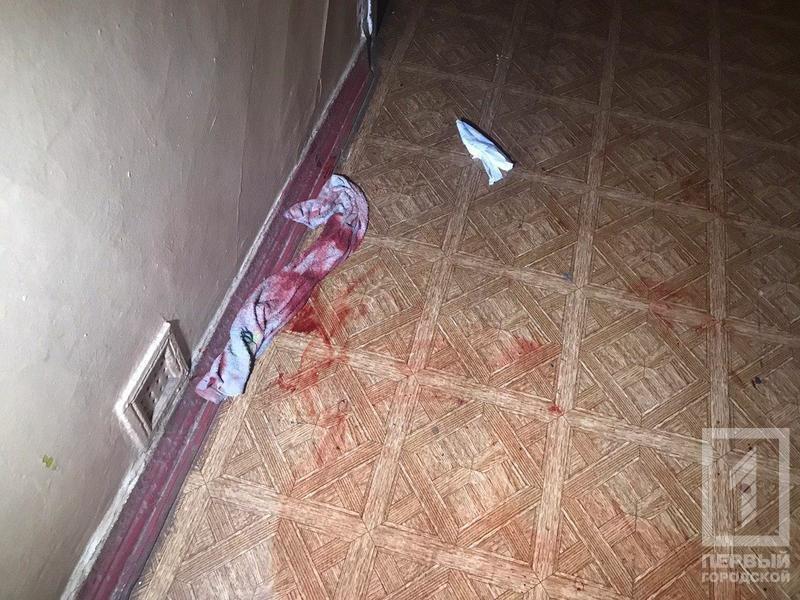 Криворожанин, вступившийся за соседку, получил ножевые ранения, - ФОТО 18+, фото-2