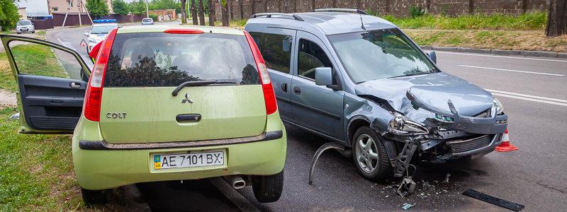 На Криворожской трассе Opel въехал в припаркованный Mitsubishi, - ФОТО , фото-5