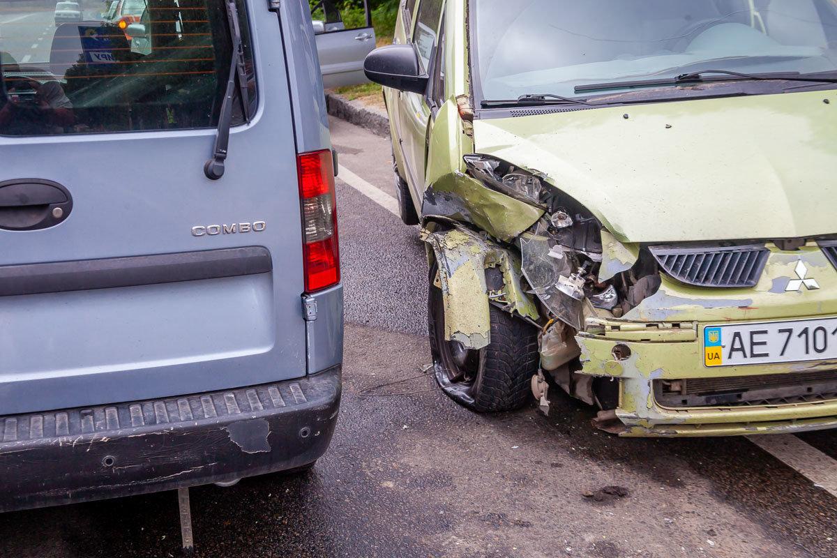 На Криворожской трассе Opel въехал в припаркованный Mitsubishi, - ФОТО , фото-1