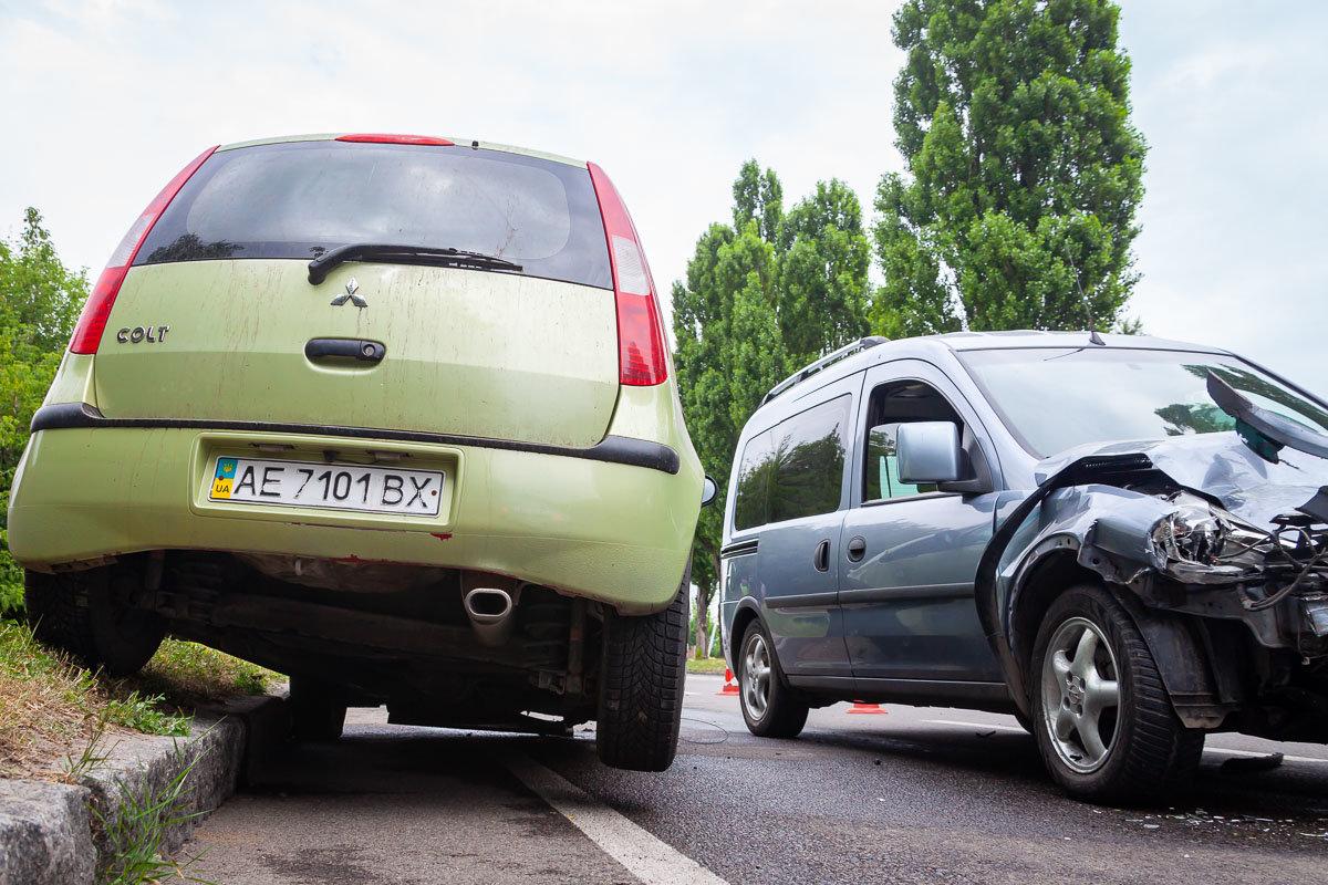 На Криворожской трассе Opel въехал в припаркованный Mitsubishi, - ФОТО , фото-3