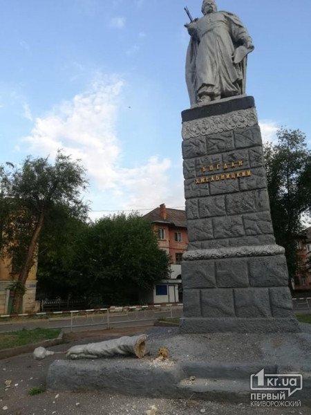 В Кривом Роге пострадала правая рука гетьмана, - ФОТО, фото-3