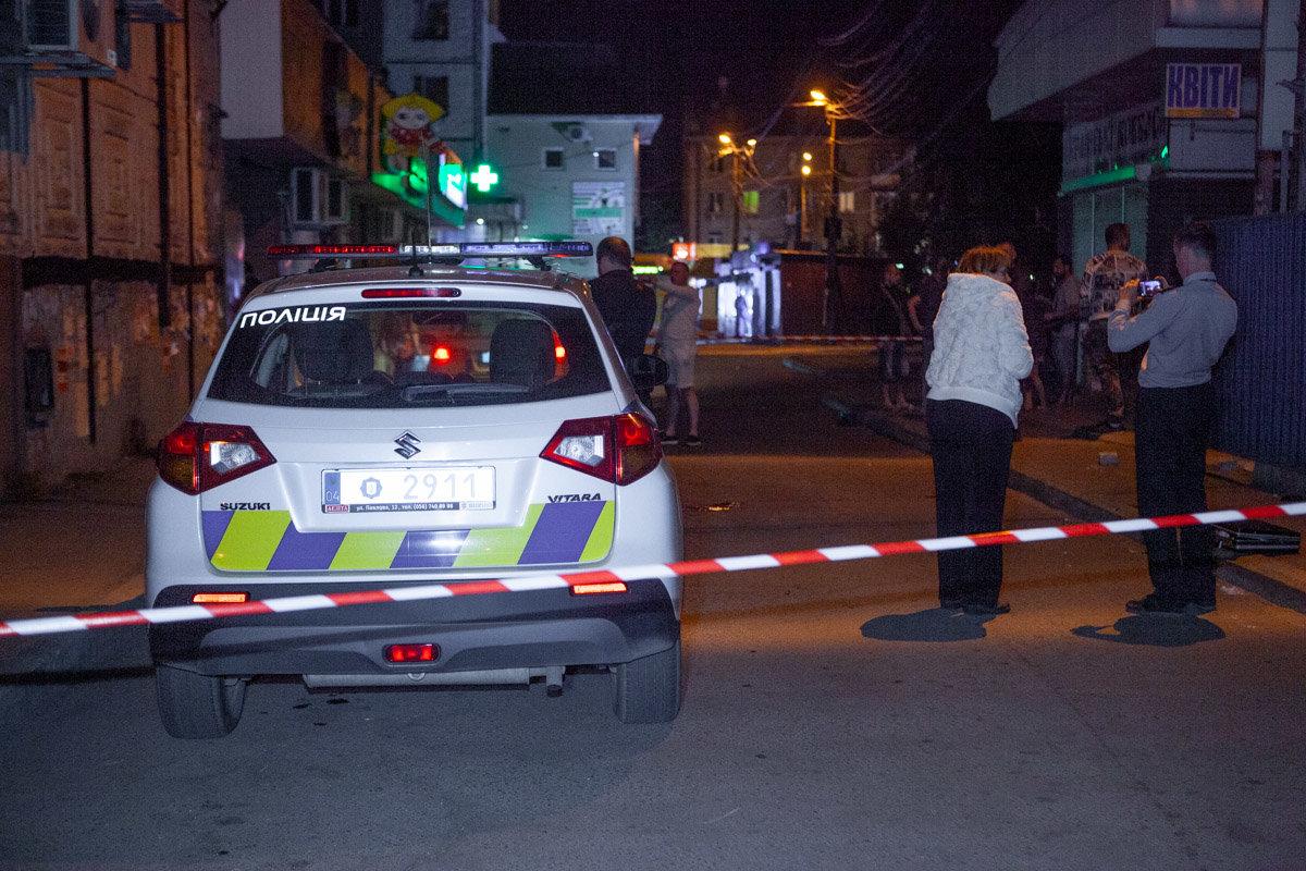 """Полиция разыскивает людей, которые напали на """"ВДВшника"""" и порезали ему горло, - ФОТО, ВИДЕО 18+, фото-3"""