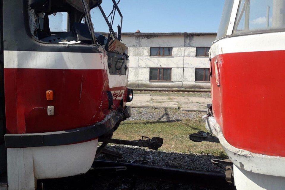 ДТП на скоростном трамвае: в Кривом Роге на линии столкнулись вагоны, - ФОТО, фото-1