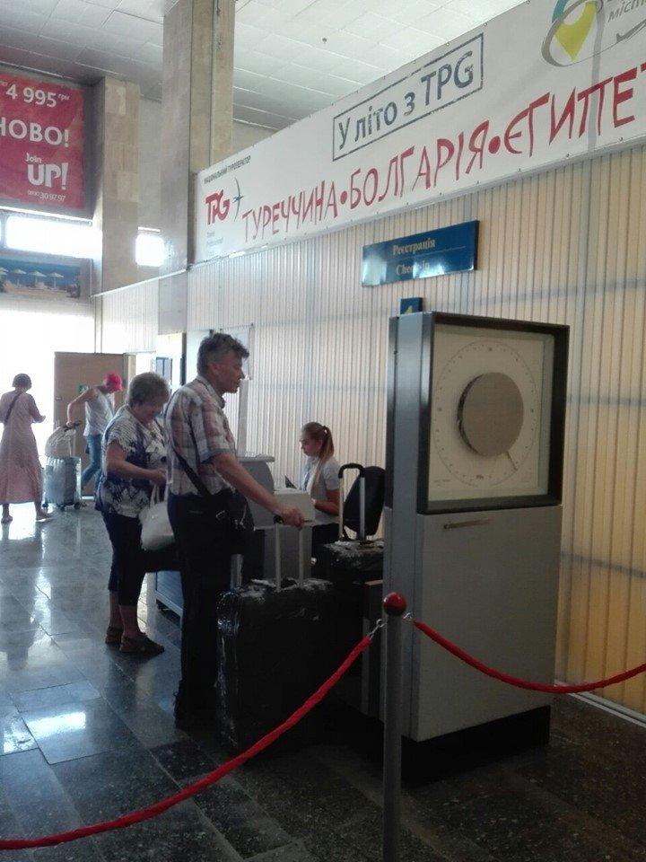 Из криворожского аэропорта впервые вылетел самолет в Черногорию, - ФОТО , фото-4