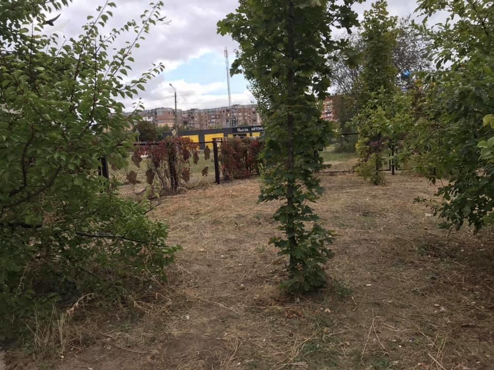 Криворожане вышли на субботник: убрали территорию и отремонтировали качели с тренажерами, - ФОТО , фото-6