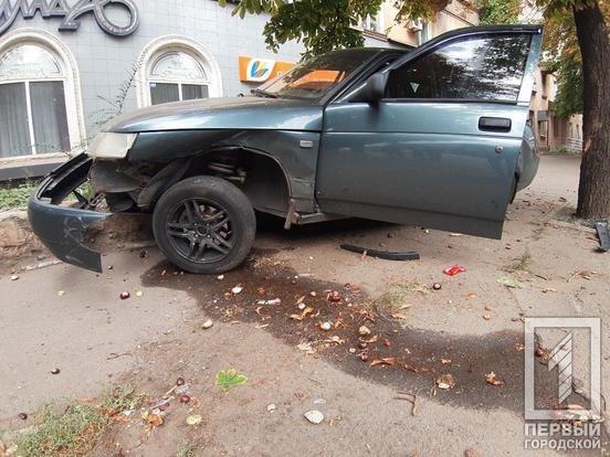 В Кривом Роге припаркованный автомобиль пострадал в результате ДТП, - ФОТО , фото-1