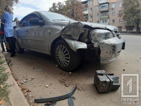 В Кривом Роге припаркованный автомобиль пострадал в результате ДТП, - ФОТО , фото-2