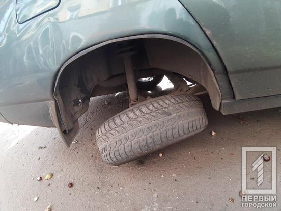В Кривом Роге припаркованный автомобиль пострадал в результате ДТП, - ФОТО , фото-4