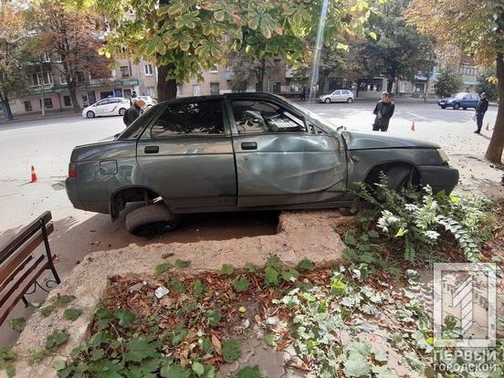 В Кривом Роге припаркованный автомобиль пострадал в результате ДТП, - ФОТО , фото-5