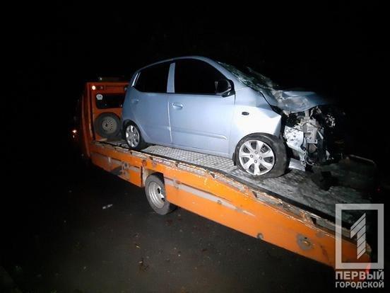 "В Кривом Роге ""Hyundai"" снес столб: электроопора раздавила машину и травмировала мужчину, - ФОТО, фото-1"