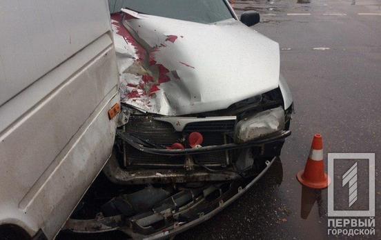 В Кривом Роге в маршрутку с пассажирами врезалась иномарка, - ФОТО, фото-1