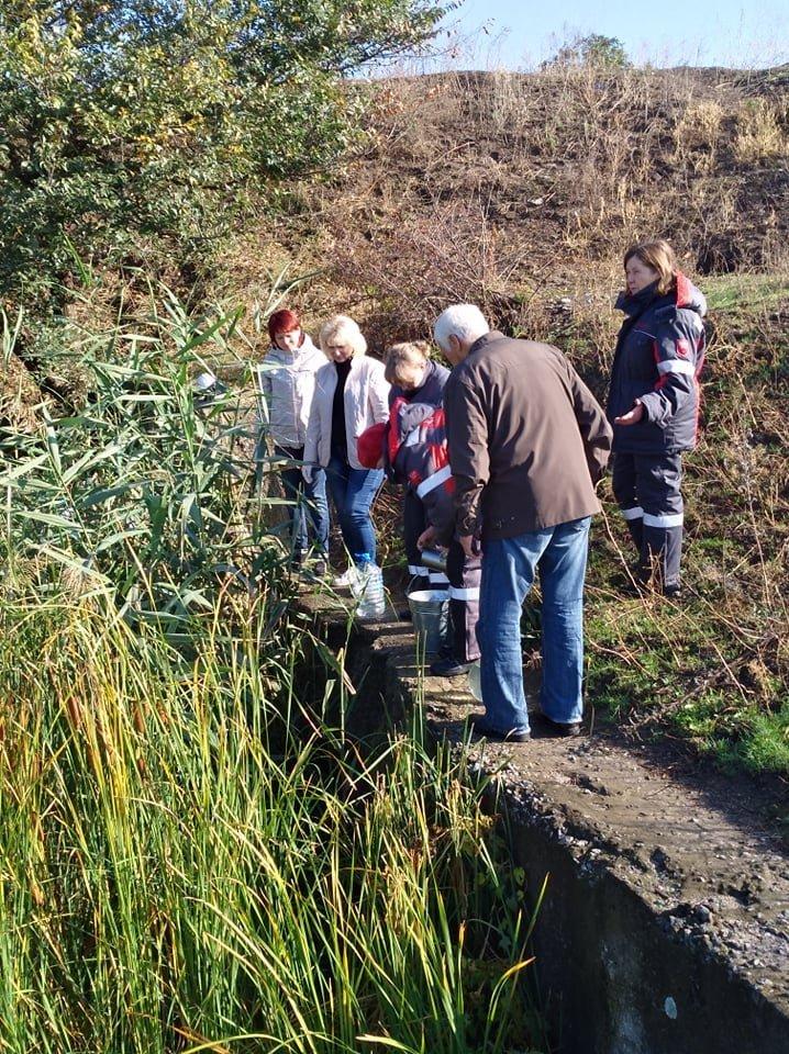 Криворожские экологи отобрали пробы воды из реки, где ранее выявили превышение загрязняющих веществ, - ФОТО , фото-1
