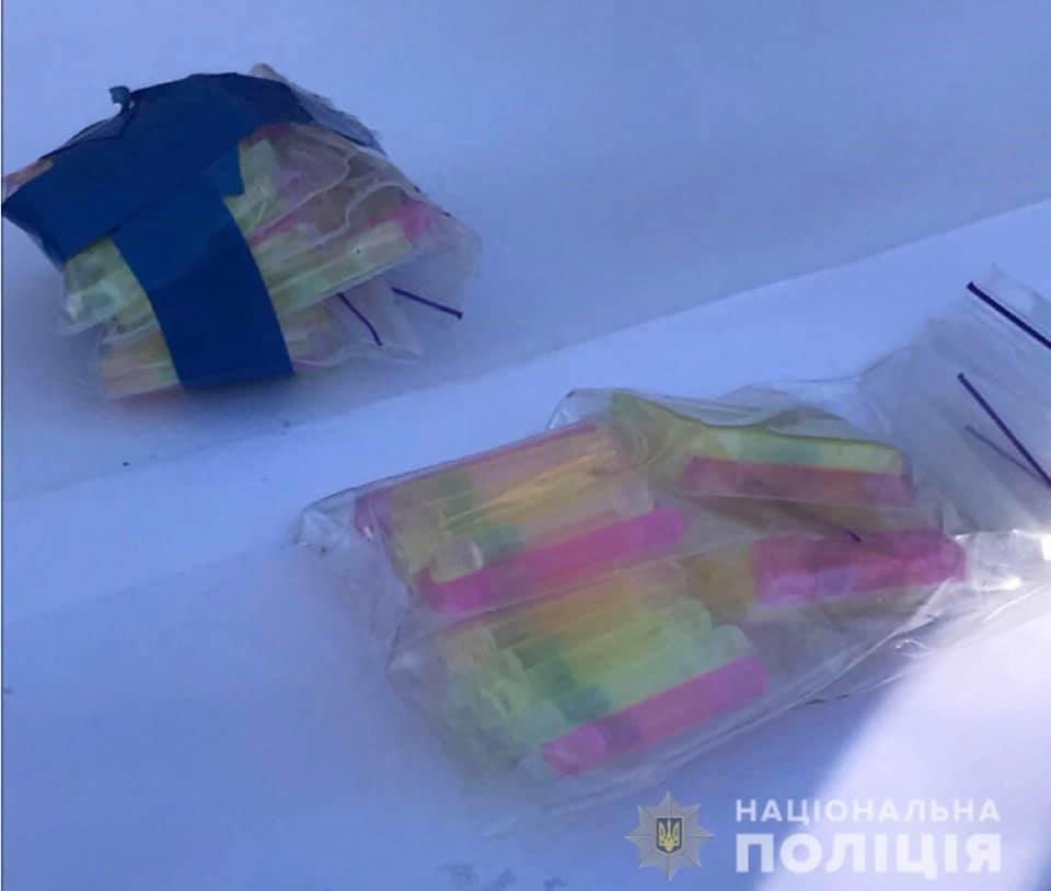 У наркоторговца на ВАЗе криворожские полицейские нашли тысячи контейнеров с наркотиками, фото-2