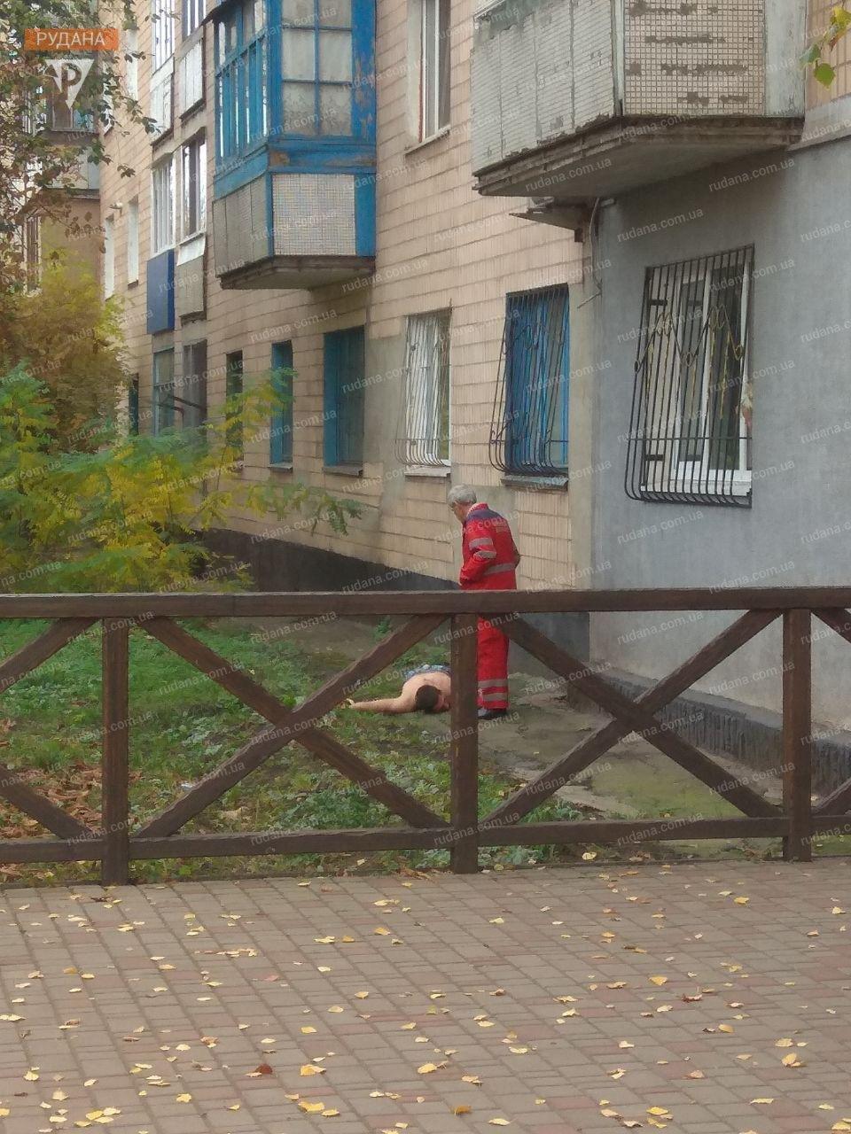 В Кривом Роге обнаженный мужчина выпал из окна, - ФОТО 18+, фото-8