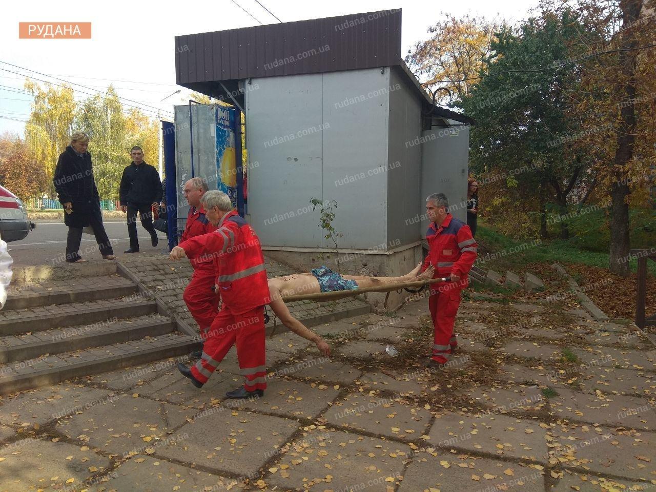 В Кривом Роге обнаженный мужчина выпал из окна, - ФОТО 18+, фото-7
