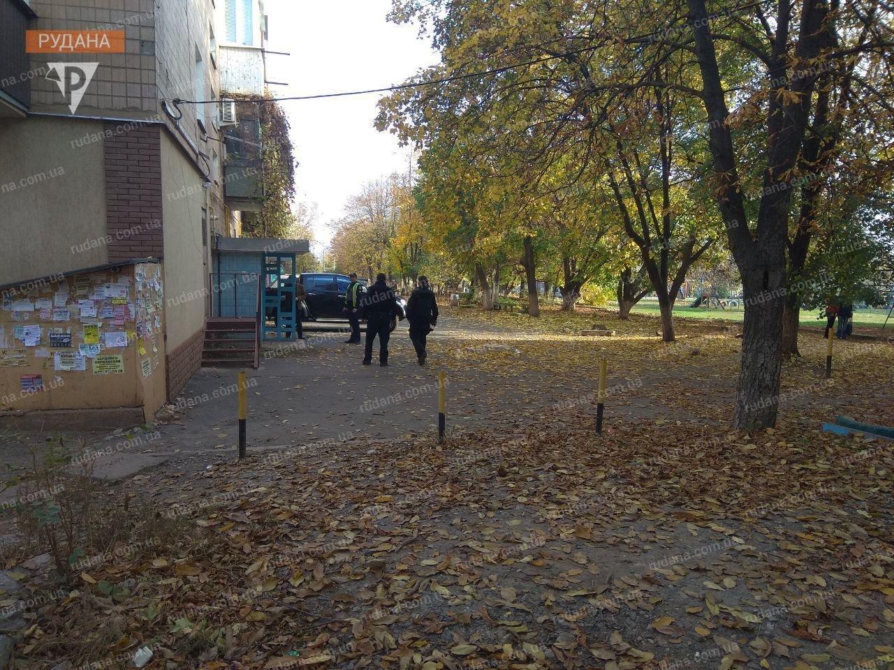 В Кривом Роге обнаженный мужчина выпал из окна, - ФОТО 18+, фото-6