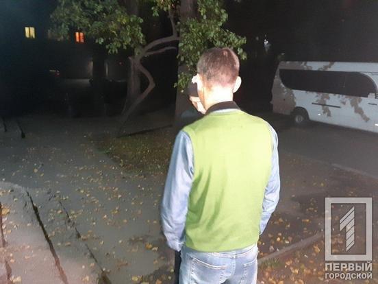 Криворожанин монтажной пеной заблокировал дверь в квартиру, чтобы его жена и ребенок не попали домой, - ФОТО, фото-4