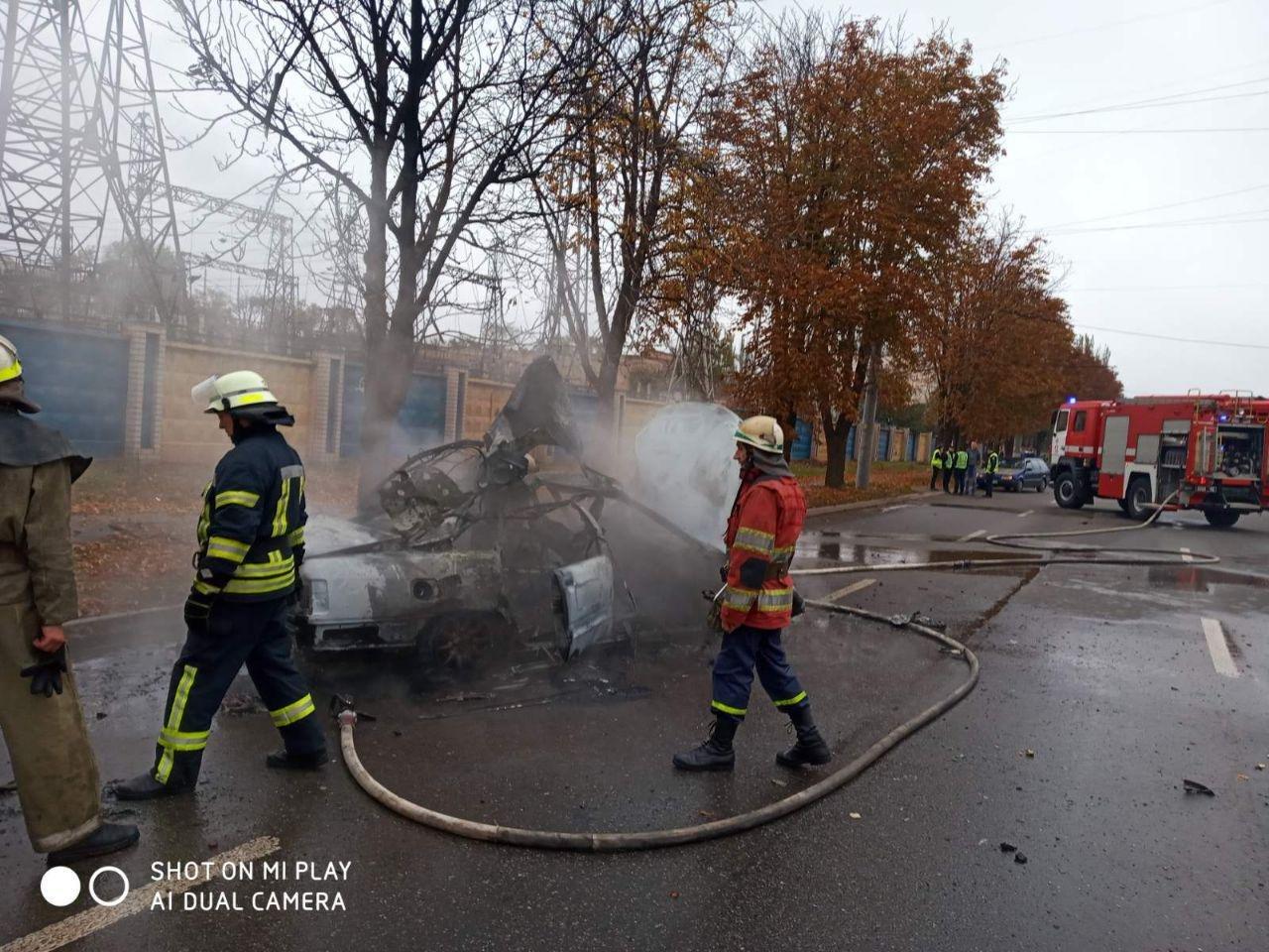 После столкновения с деревом в Кривом Роге сгорела иномарка. Водитель госпитализирована, - ФОТО, ВИДЕО, фото-3