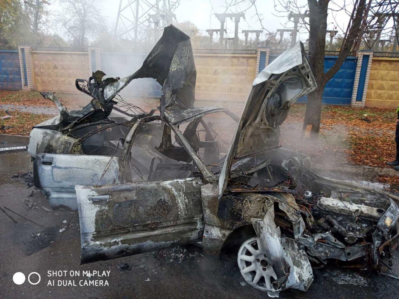 После столкновения с деревом в Кривом Роге сгорела иномарка. Водитель госпитализирована, - ФОТО, ВИДЕО, фото-1