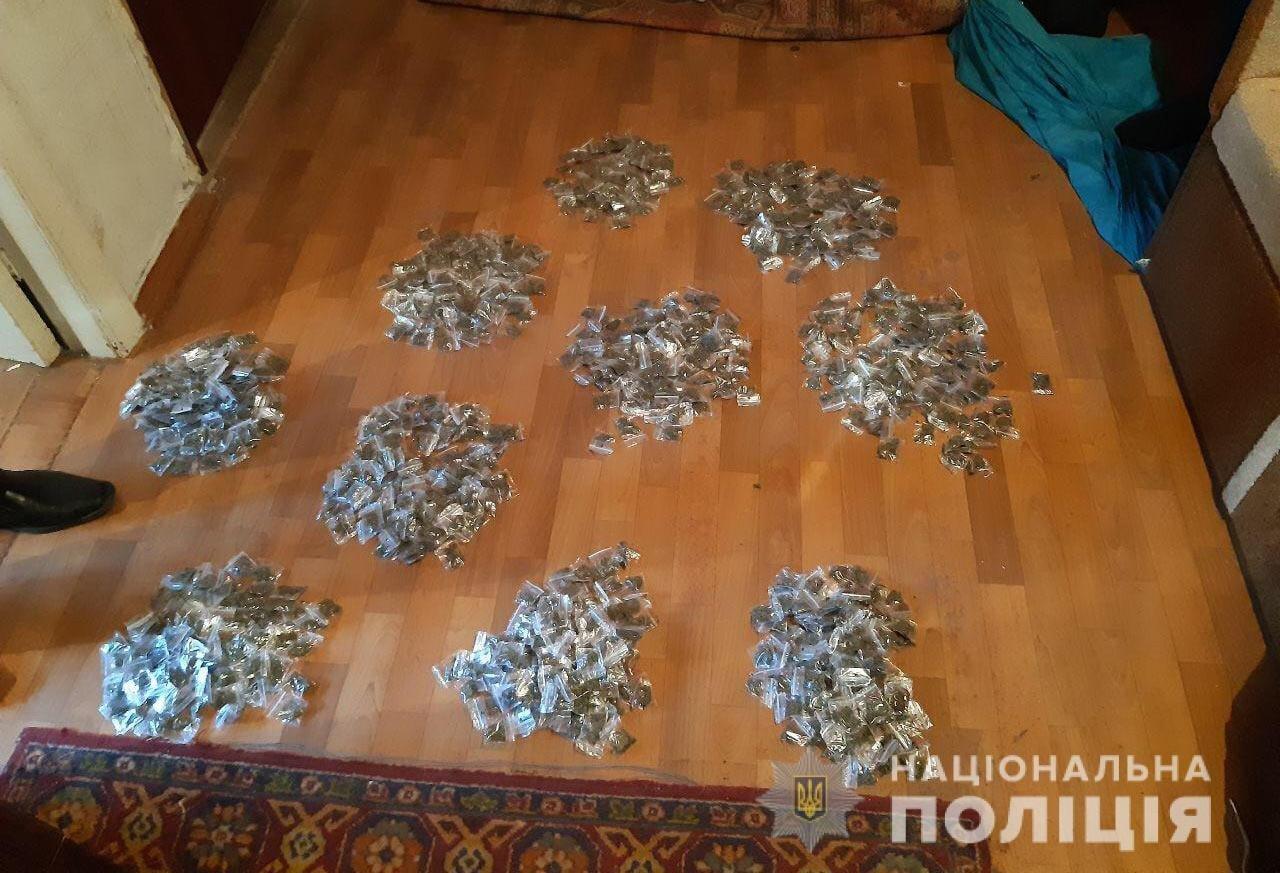 В доме у криворожанина полиция нашла более тысячи пакетиков с каннабисом, - ФОТО, фото-2