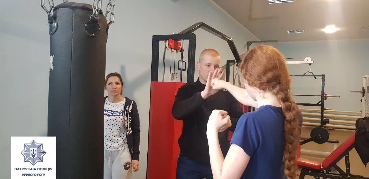 Патрульные начали обучать криворожанок самообороне, - ФОТО , фото-7
