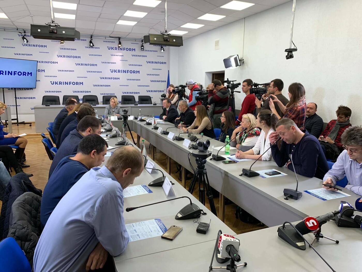 Криворожане обсуждали в Киеве законопроект о защите пленных и пропавших без вести, - ФОТО, фото-1