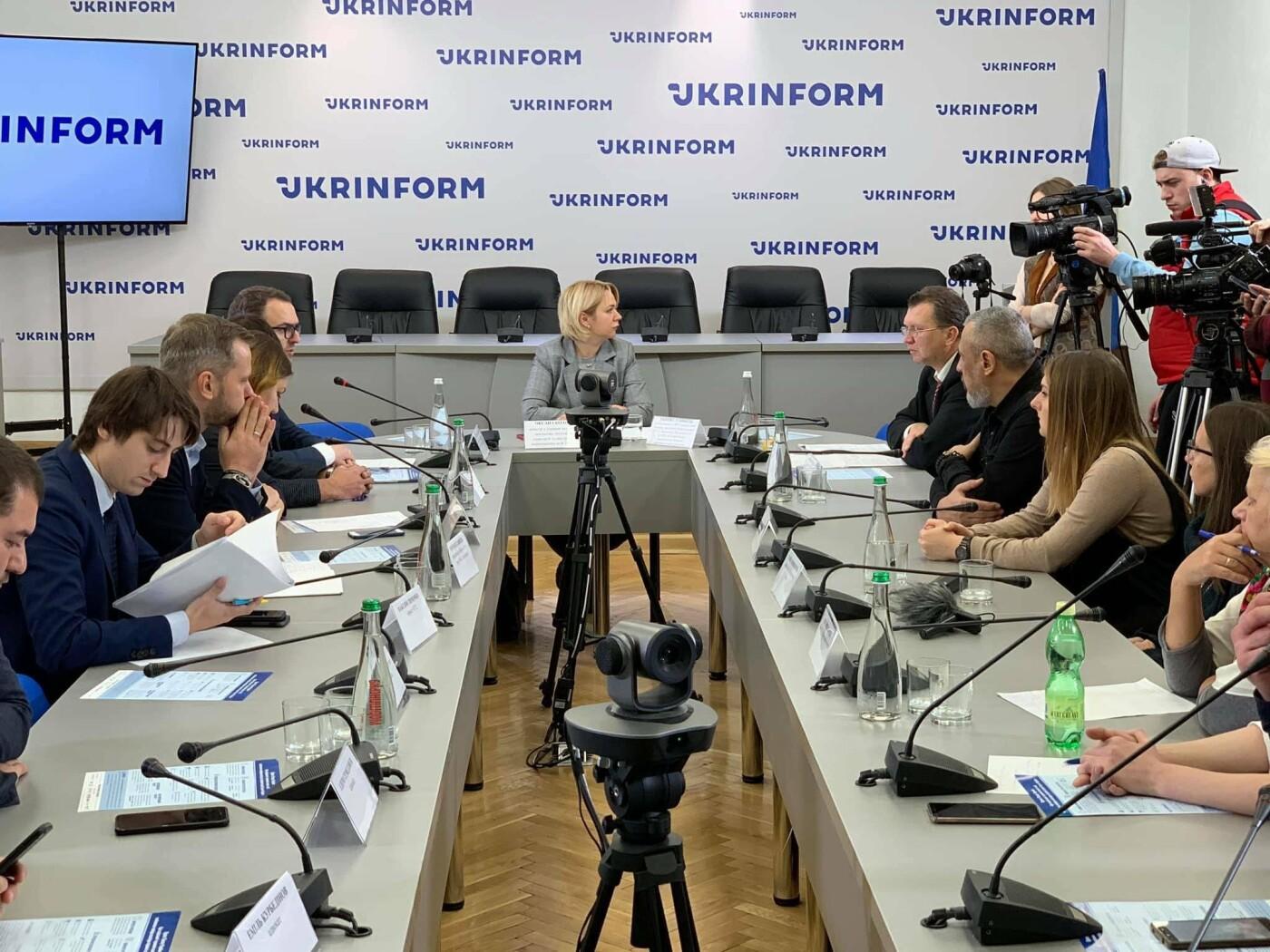 Криворожане обсуждали в Киеве законопроект о защите пленных и пропавших без вести, - ФОТО, фото-5