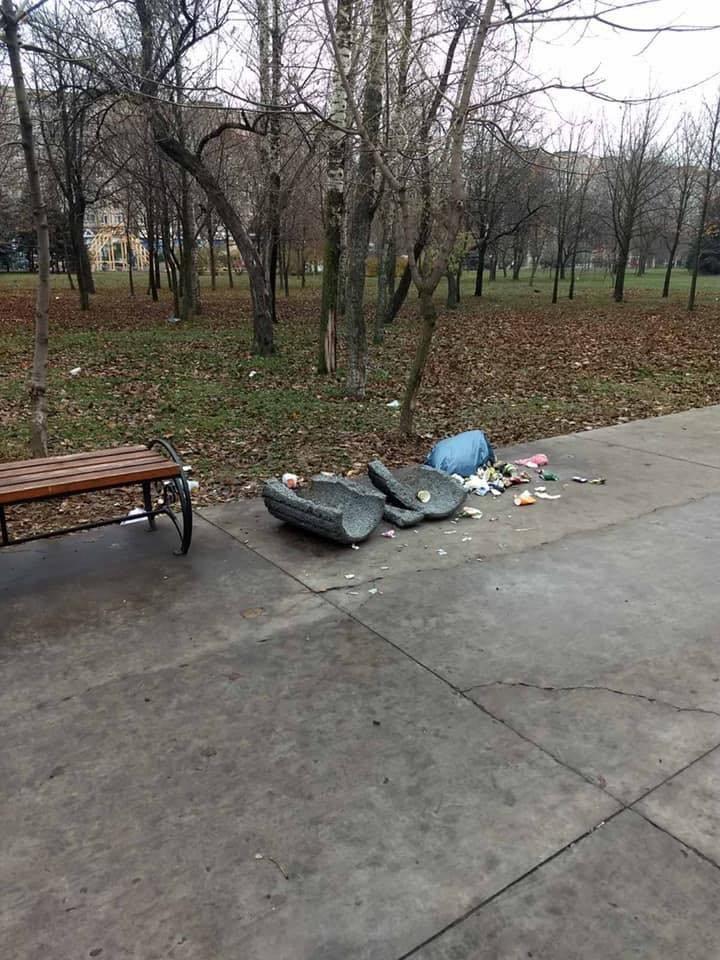 В Кривом Роге растрощили парк, о бездействии охраны в котором ранее предупреждал активист, - ФОТО, фото-1