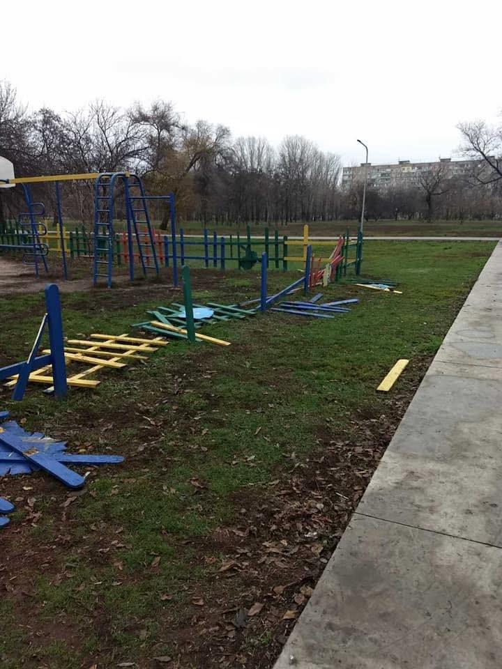 В Кривом Роге растрощили парк, о бездействии охраны в котором ранее предупреждал активист, - ФОТО, фото-2
