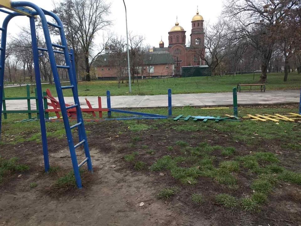 В Кривом Роге растрощили парк, о бездействии охраны в котором ранее предупреждал активист, - ФОТО, фото-3