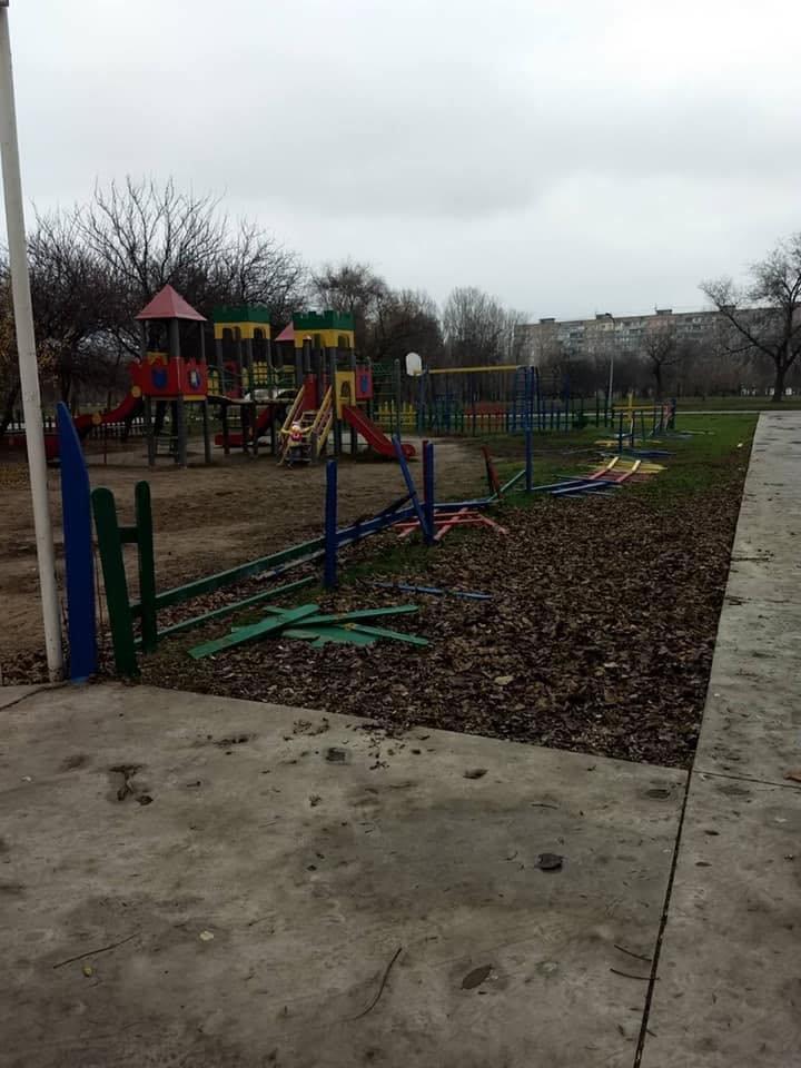 В Кривом Роге растрощили парк, о бездействии охраны в котором ранее предупреждал активист, - ФОТО, фото-4