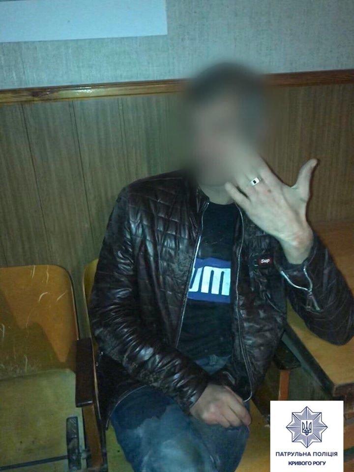 Нетрезвый криворожанин, который вел себя буйно, провел вечер в райотделе полиции, - ФОТО , фото-1